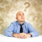 19568900-homme-d-affaires-penser-et-de-questionnement-loooking-a-des-points-d-interrogation-autour-de-sa-tete