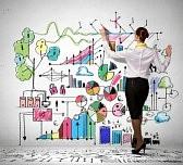 21168240-femme-d-affaires-debout-avec-le-dos-de-dessin-idees-d-affaires-sur-le-mur